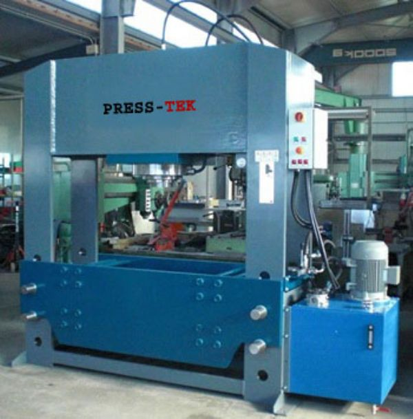 Hydraulic workshop press with gear stroller